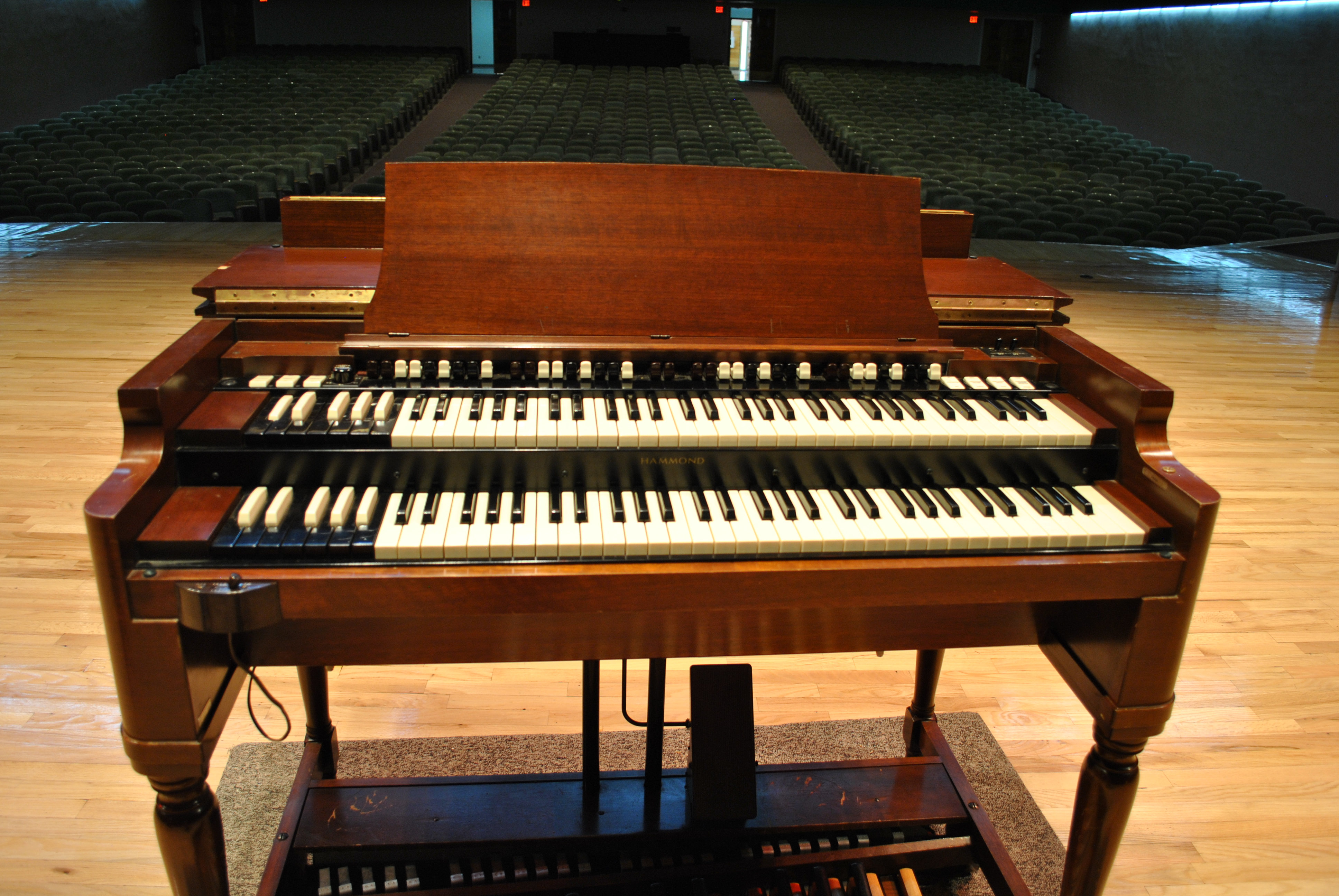Image of organ available for bid